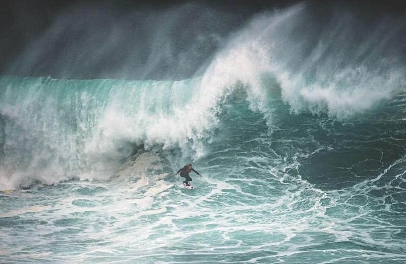 «В океане важен процесс, а не результат»: три личные истории о любви к большим волнам