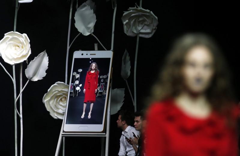 Монитор вместо подиума: как недели моды переходят в онлайн и что с ними будет дальше