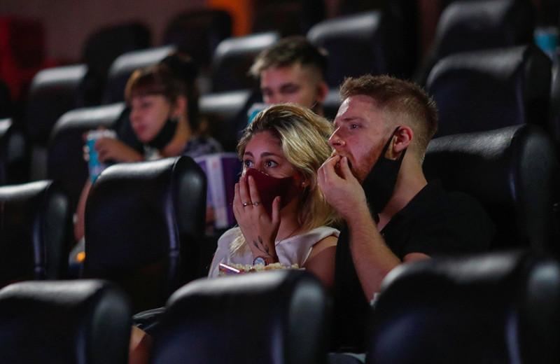 «Нечем привлечь зрителей»: как кинотеатры пытаются выжить во время кризиса за счет геймеров