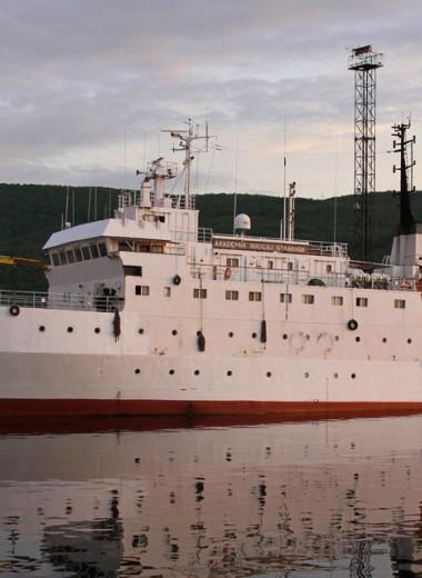 Судно «Академик Николай Страхов»: от Мирового океана до Балтийского моря