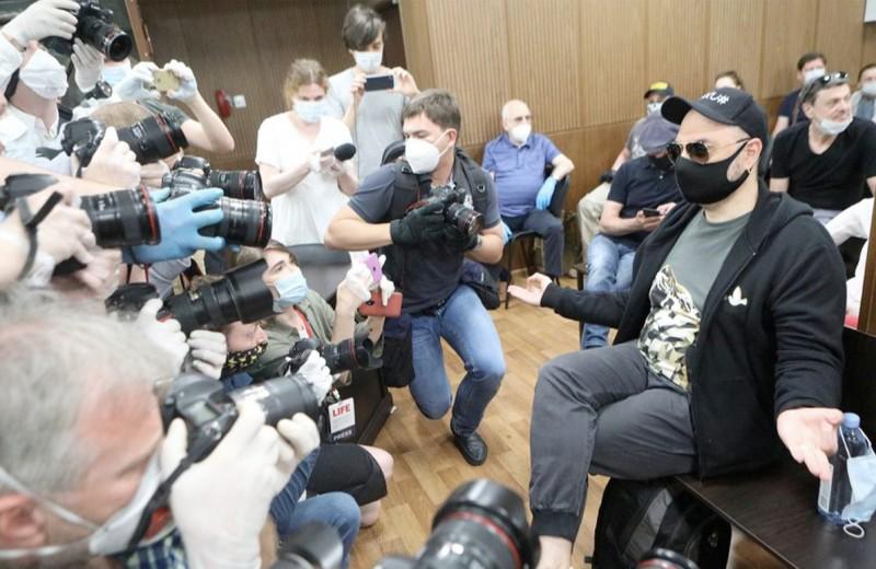 Страна монолога: о чем говорит условный приговор Кириллу Серебренникову