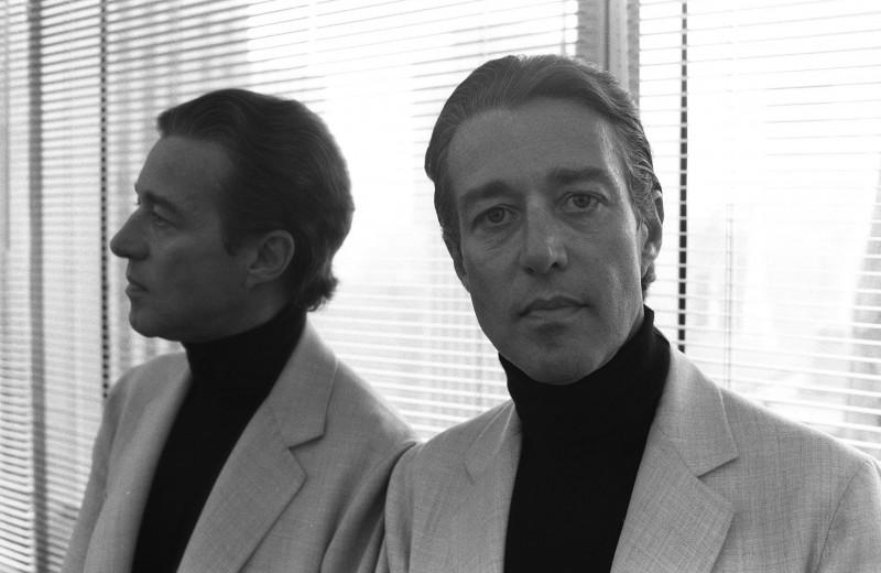 «Битва за Версаль», бал Трумена Капоте, взлет и падение: что нужно знать о дизайнере Рое Холстоне