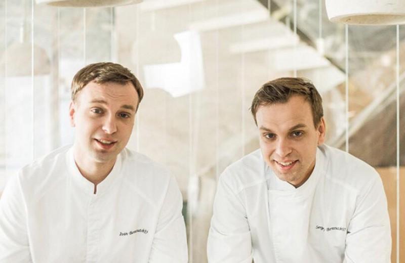 «Летали по одному загранпаспорту»: почему близнецы-рестораторы Березуцкие строят бизнес вместе и как открыли один из 20 лучших ресторанов в мире