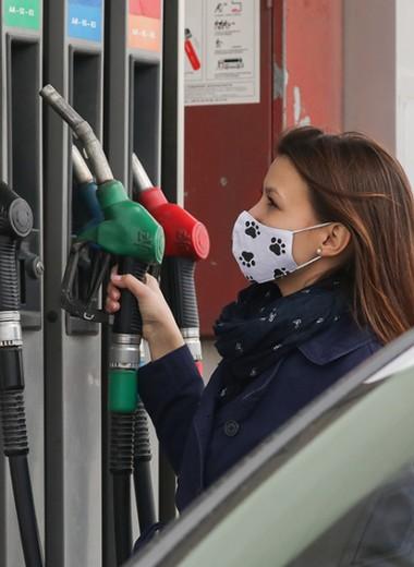 Хитрая схема: почему бензин в России не дешевеет даже при ценах на нефть, как в 2000-х