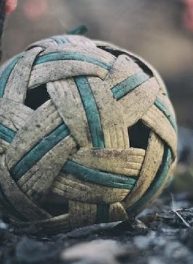 Люди-колибри. Тайские акробатические этюды с мячом опровергают законы физики