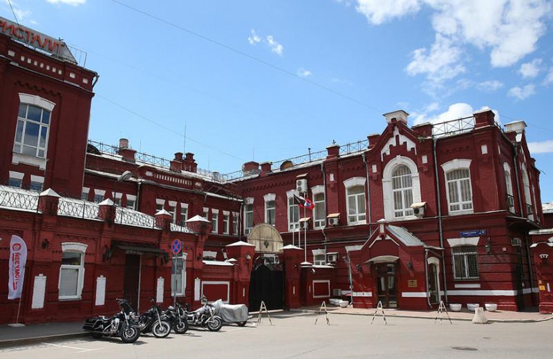 «Кристалл» Ротенбергов: как банк друзей Путина получил бывший алкогольный завод, где разливалась «Путинка»