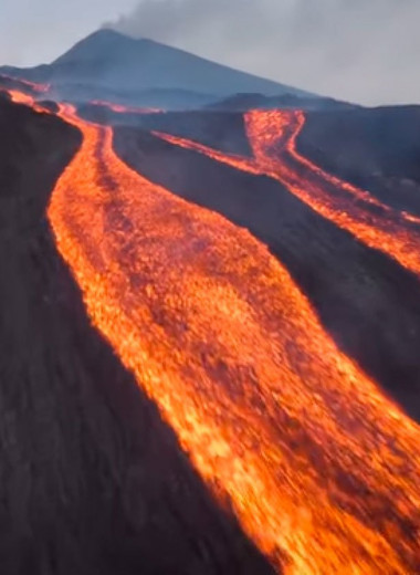 Извержение Пакаи: лава сжигает все на своем пути