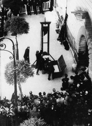 Последняя публичная казнь через отсечение головы гильотиной во Франции: история одного фото