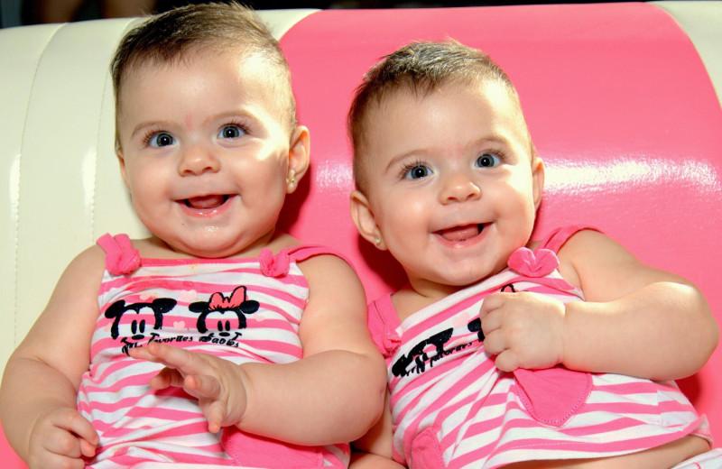 Однояйцевые близнецы оказались не идентичны генетически