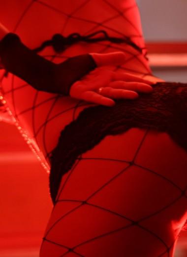 Опытные стриптизерши рассказали о неочевидных правилах этикета в стрип-клубе