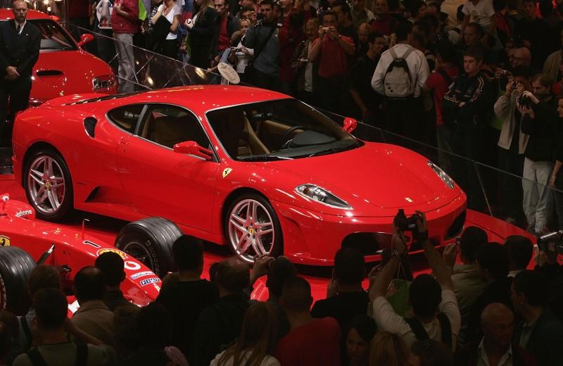 От Ferrari до «Кукурузника»: транспорт богатейших госслужащих и депутатов России