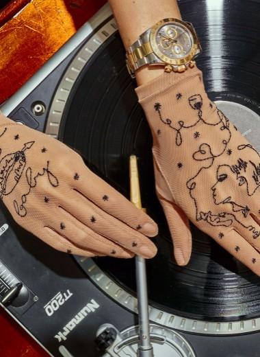 Как благодаря карантинным мерам и инстаграму взлетает бренд тату-перчаток Glove.me