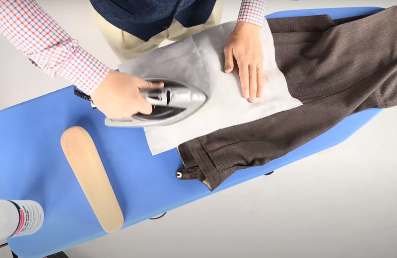 Как правильно гладить брюки сострелками: пошаговая инструкция