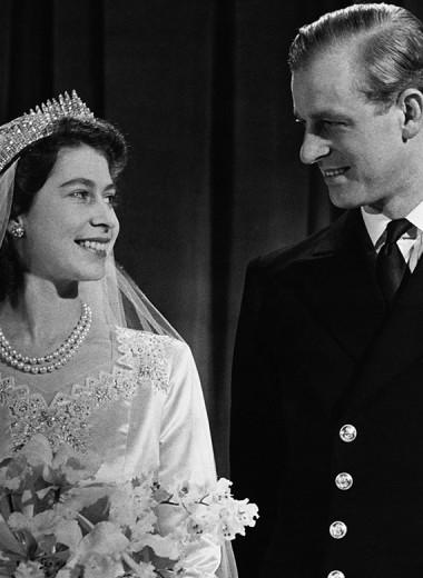 По-королевски: как выглядели Елизавета II, ее дети и внуки в день своей свадьбы