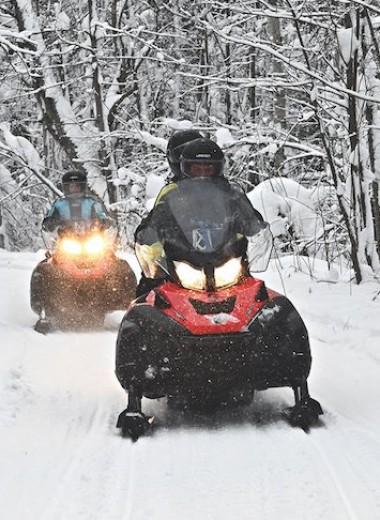 130 км на снегоходе по лесам Карелии: как заставить горожанина ценить цивилизацию