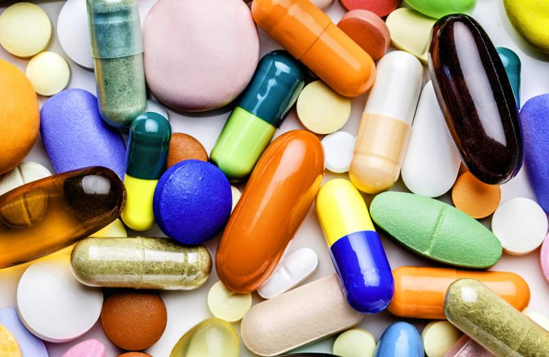 Безопасно ли принимать витамины — врач рассказывает о последствиях