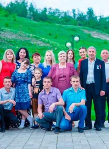 Старшему 50, младшей 28, шестеро умерли: история самой многодетной семьи России