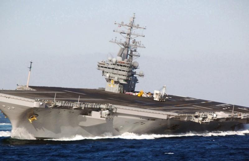 """Как выглядит """"дрифт"""" на авианосце: 100 000 тонн на вираже"""