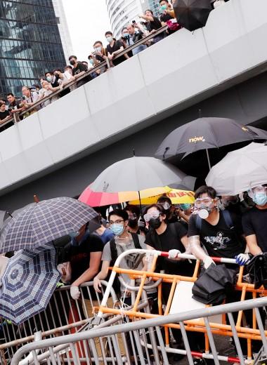 Миллионы на улицах и миллиарды в офшорах: чего Пекин хочет от Гонконга?