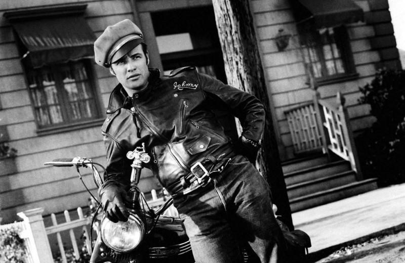 В чем ездить на мотоцикле по городу?