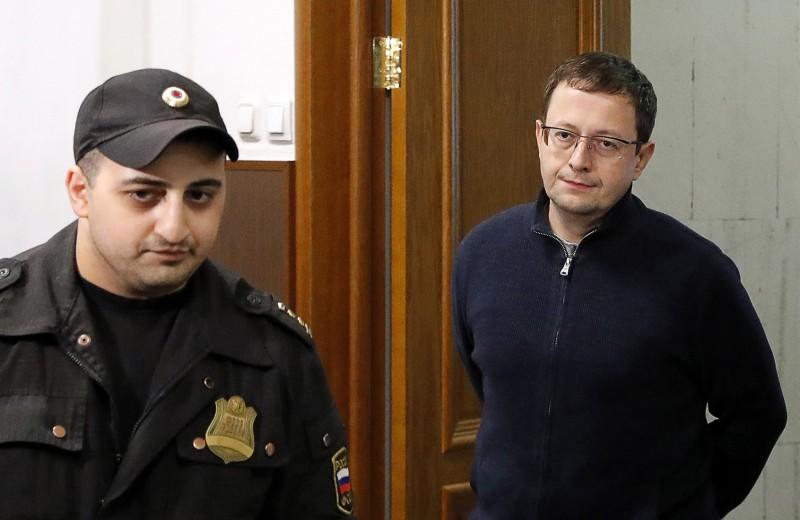 Суд отправил топ-менеджера «Рольфа» под домашний арест