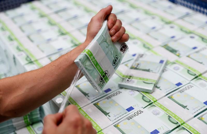 Европа вынимает доллары