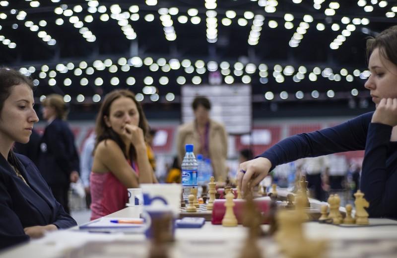 «Женщину нельзя заставить в течение пяти часовмолчать». Почему шахматные турниры до сих пор делятся по гендерному принципу