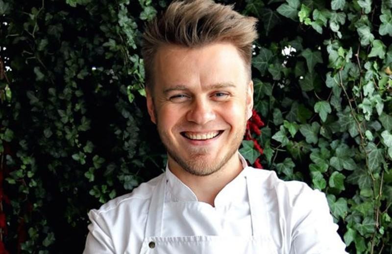 «В профессию лучше заскочить до 30-ти»: шеф-повар — о карьере и яичнице с чоризо