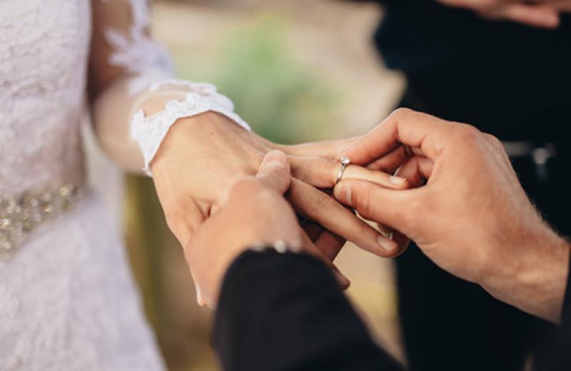 Жених подарил невесте поддельное обручальное кольцо и попался на обмане
