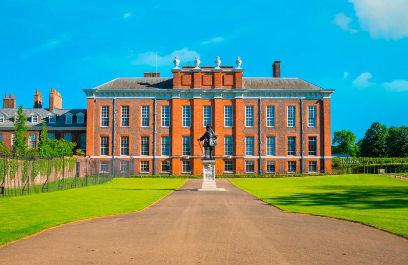 Могила ребенка и статуя Питера Пэна: удивительная история Кенсингтонского дворца