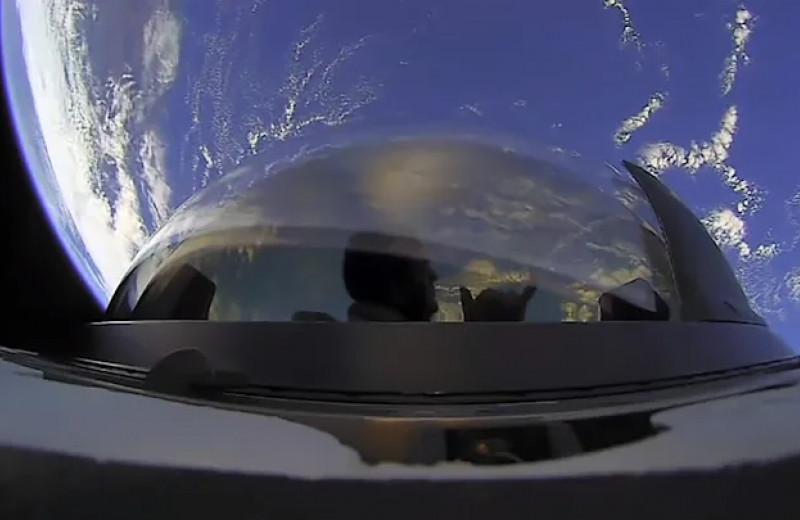 Crew Dragon c первым в истории гражданским экипажем вернулся на Землю после орбитальной миссии