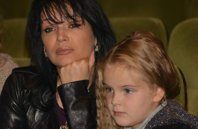 Желтые розы в память о любви: как живут вдова и дочь Александра Абдулова