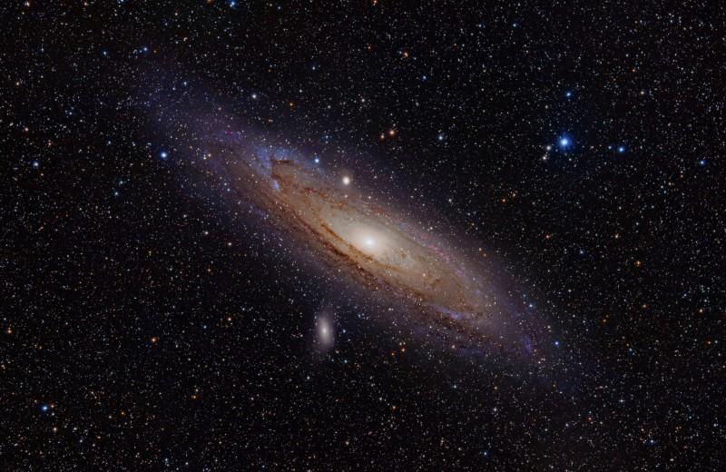 Андромеда в прошлом поглотила не менее двух галактик. Млечный путь на очереди
