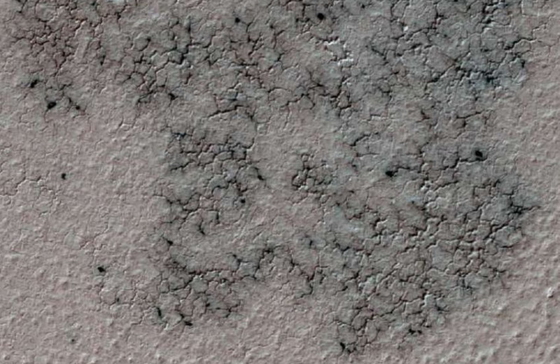 Откуда взялись «пауки» на Марсе?