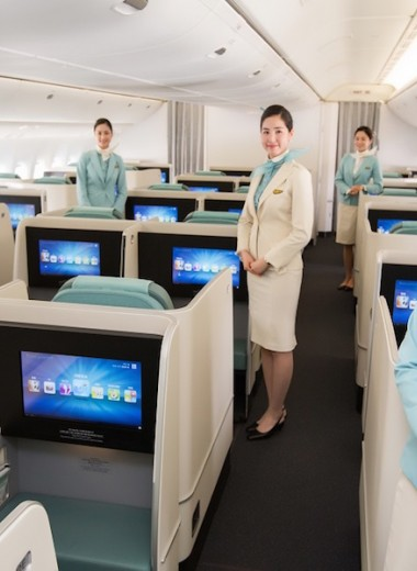 От алых красок до небесного колорита: эволюция формы экипажа Korean Air
