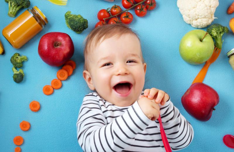 Питание ребенка до года: как совместить прикорм и кормление грудью?