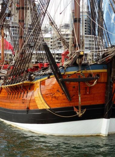 Маори запретили реплике корабля Джеймса Кука заходить в Новую Зеландию. Они считают Кука варваром и колонистом