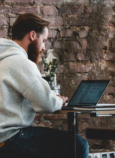 Глаза устают от компьютера? 8 советов, как избавиться от сухости и раздражения