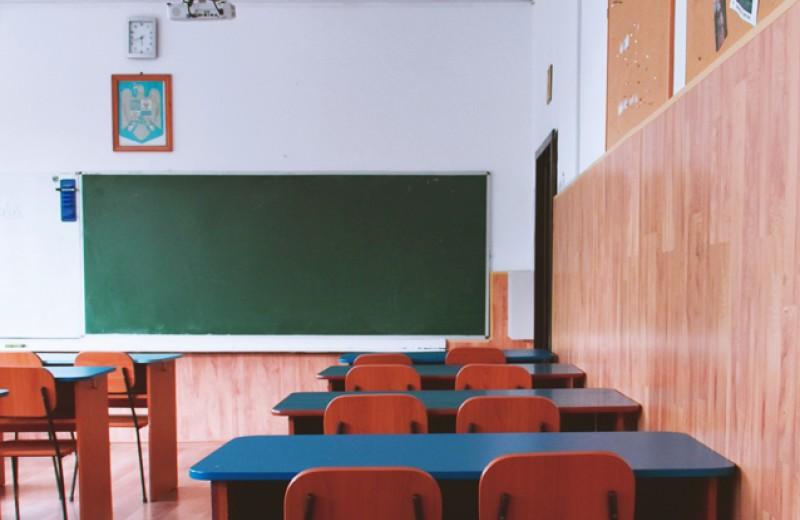 «Мы ушли в никуда». Учителя о переходе школ на дистанционное образование