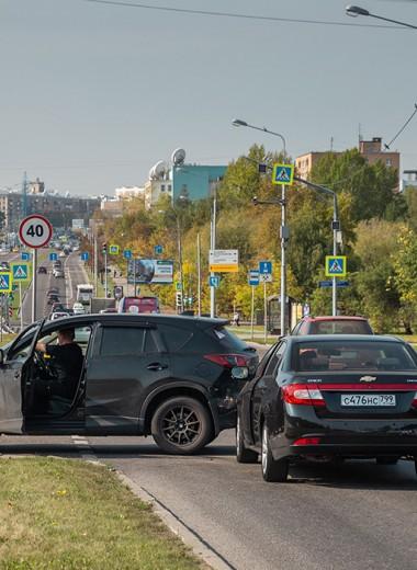 «Стоял пять часов». Водители жалуются на долгое ожидание ГИБДД