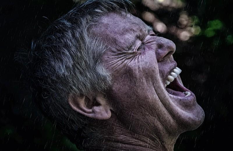 Правда ли, что ругань уменьшает боль: неожиданная польза мата