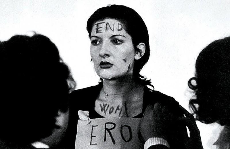 Она позволила делать с собой все: страшный перформанс Марины Абрамович