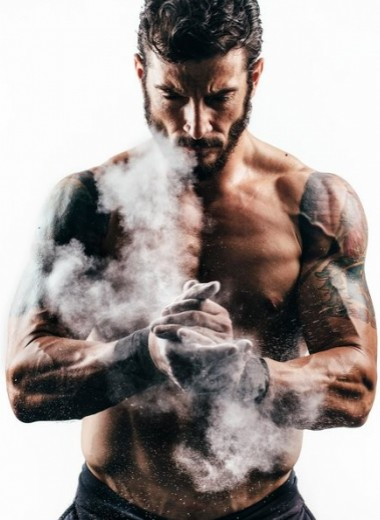 Как сделать мышцы симметричными: берись за гантели