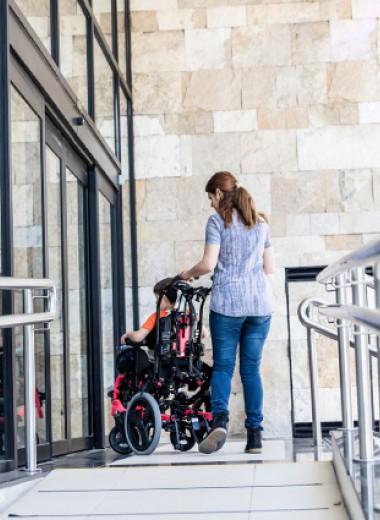 «Доступная среда для каждого своя». Как родители и дети с инвалидностью живут в мегаполисе