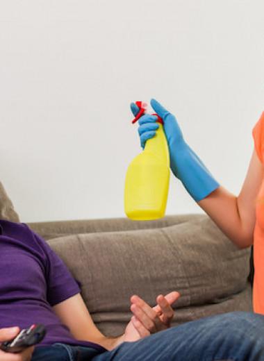 Неравный брак: кто моет посуду, если муж зарабатывает больше