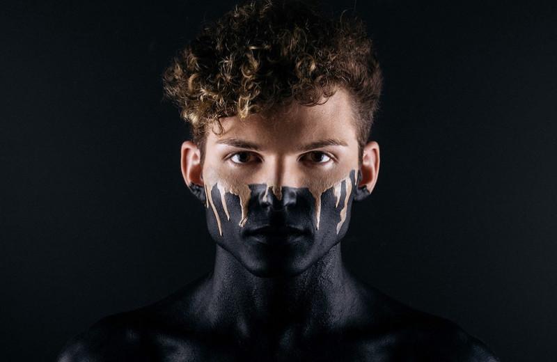 Наколи мне брови! Почему мужской макияж все еще считается дикостью в нашей стране?
