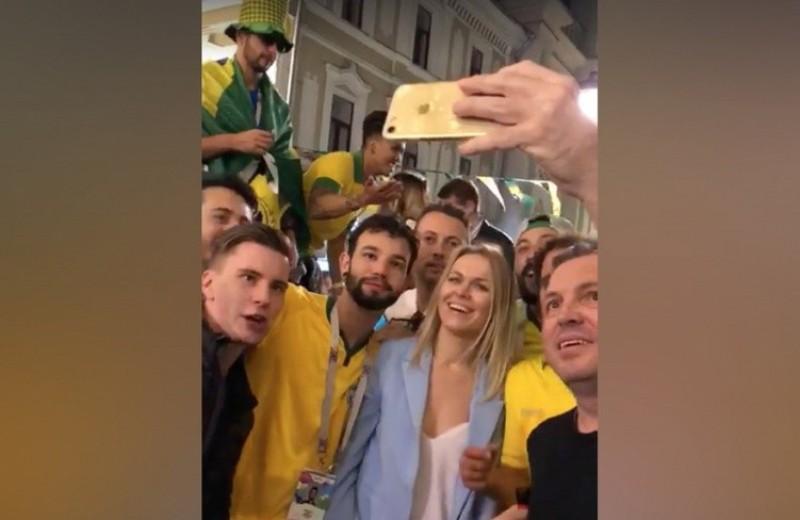 Бразильские фанаты в Москве оскорбили ничего не подозревающую россиянку (видео)