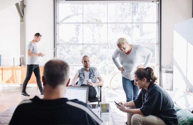 Пуганое поколение: почему 35-летние работают в режиме вечного подвига