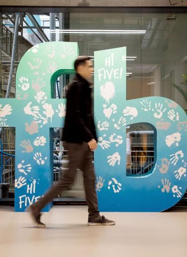 Уволить Цукерберга: как Facebook выжить между политикой и экономикой