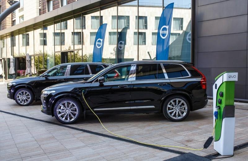 Впервые в России: гибридный Volvo XC90 T8 Twin Engine и его люксовая версия Excellence